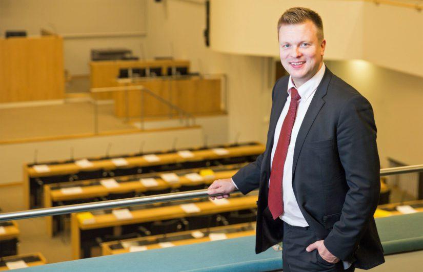 Talousvaliokunnan jäsen Ville Skinnari huomauttaa, että verotustietojen vaihtoa koskevien kansainvälisten sopimusten mukaisesti saatuja tietoja voidaan käyttää vain verotuksessa ja verorikosten käsittelyssä.