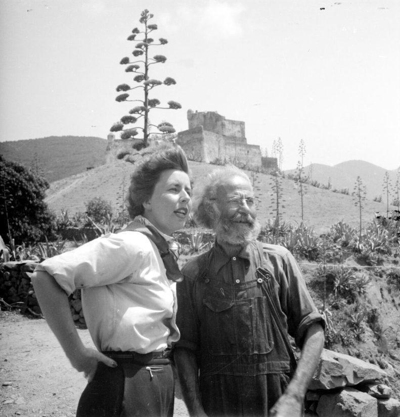 Vivica Bandler ja sosialistijohtaja Valere Battini Girolatalla Korsikalla vuonna 1949.