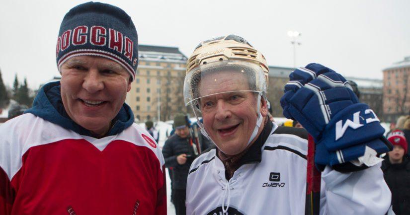 Punakoneen kiekkolegenda Vjatsheslav Fetisov ja presidentti Sauli Niinistö kohtasivat pipolätkäturnauksessa.