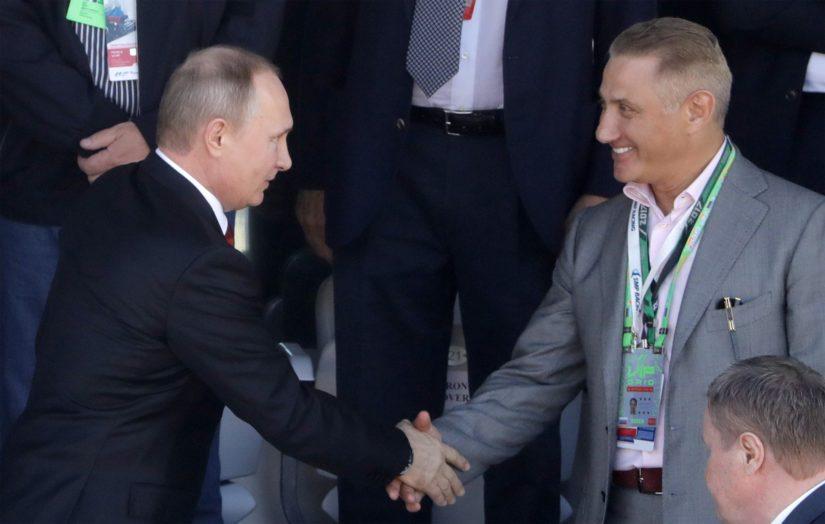 Yhteinen taustatekijä Vladimir Putinille, Gennadi Timtšenkolle, Arkadi Rosenbergille sekä Putinia kättelevälle Boris Rotenbergille oli sama judoseura jo 1960-luvulla.