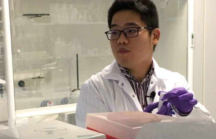 Wenzhong Zhang on Shanghaista kotoisin oleva ympäristönsuojelija, jonka esittelemän avulla jätevuorista voidaan pyydystää harvinaisia maametalleja.