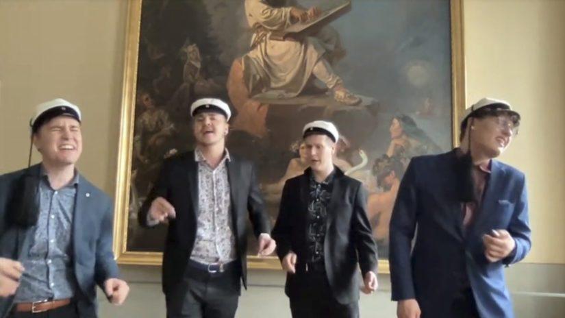 """Ylioppilaskunnan laulajien kvartetti Jani Kaitosalmi, Otso Koiso-Kanttila, Reko Kälkäjä ja Jerry Penttilä esittivät Pave Maijasen kappaleen """"Lähtisitkö""""."""