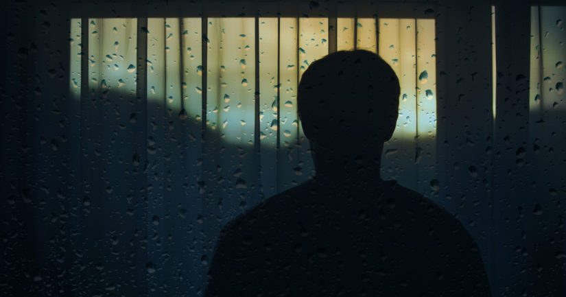 Yhteiskunnan kannalta yksinäisyys on iso ongelma, sillä siitä kärsii yli 400 000 ihmistä Suomessa.