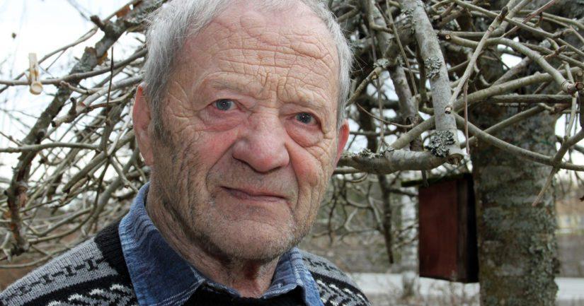 Vanhan kansan sääprofeettana tunnettu Yrjö Nieminen, 86, sanoo käyttävänsä säiden ennustamisessa hyödykseen luonnon eri elementtejä.