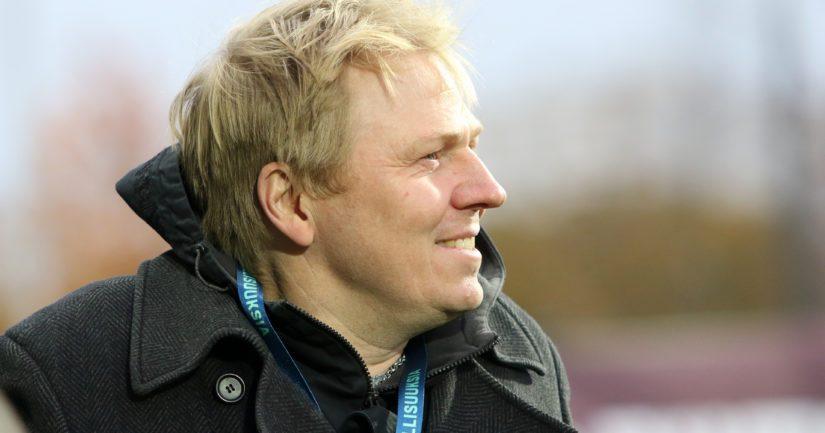 Entinen maajoukkuepelaaja Aki Riihilahti työskentelee HJK:n toimitusjohtajana.