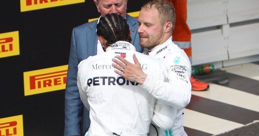Valtteri Bottas onnittelee Lewis Hamiltonia