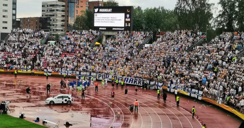 Yleisö oli Tampereella hurmiossa Huuhkajien voitettua Bosnia-Hertsegovinan 2–0.