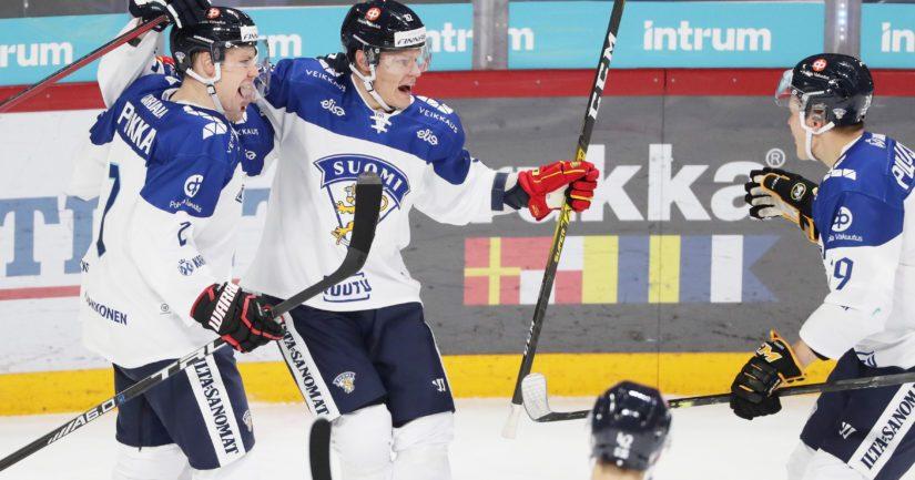 Leijonat juhlii maalia Karjala-turnauksessa.