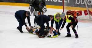 SM-liigan pimeistä puolista ei päästä eroon – kuka haluaa nähdä tajuttomia pelaajia jään pinnassa?